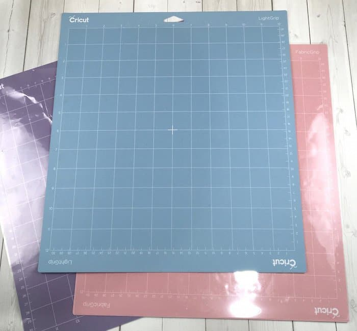 Light Grip Cricut cutting mat for lighter weight papers and materials.