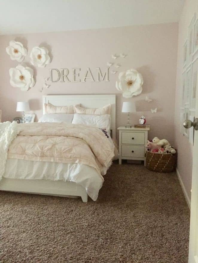 Bedroom decor with paper flowers. Crafts for teens.