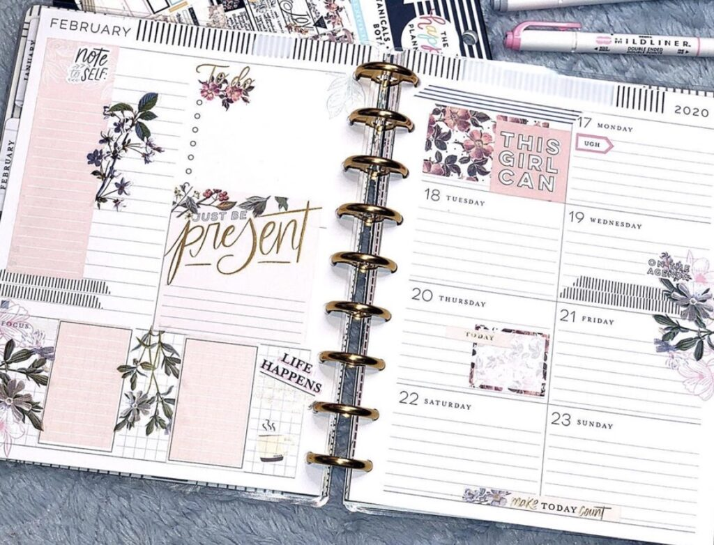 disc bound planner with room for weekly plans