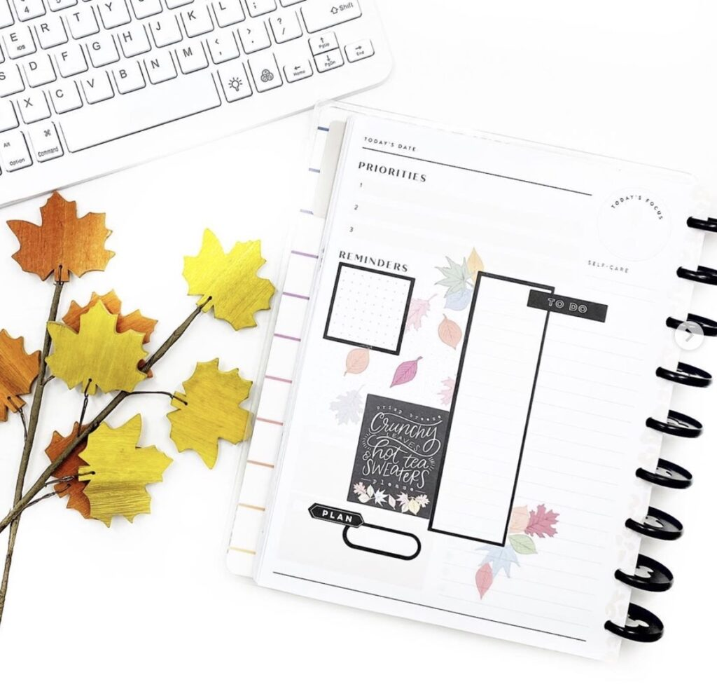 crunchy-leaves-and-sweaters-black-and-white-layout-ideas-deepplannerbabe